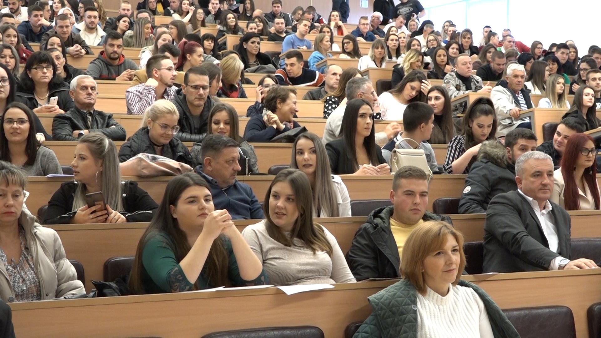Dodela diploma studentima Akademije vapitačko-medicinskih strukovnih studija u Ćupriji
