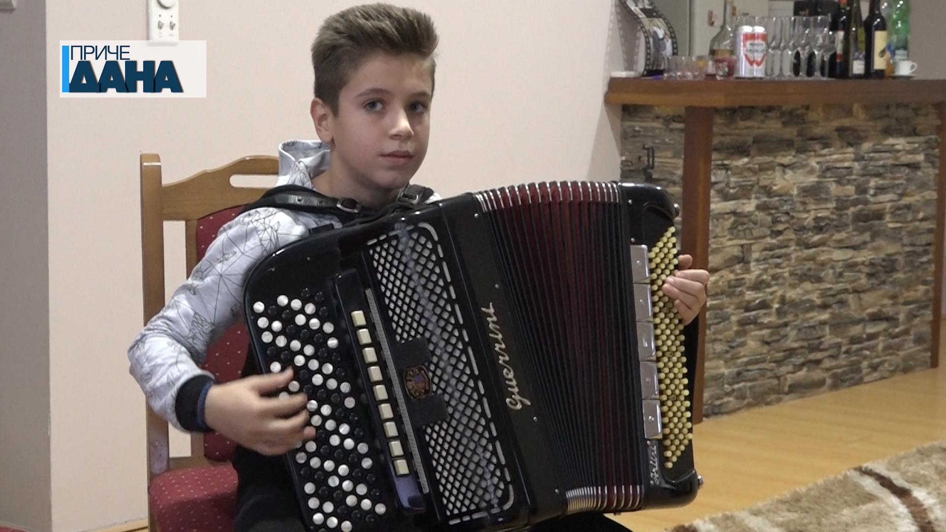 "Nikola Simić iz Paraćina osvojio 1. mesto na 58. Međunarodnom festivalu ""Prva harmonika Srbije"""