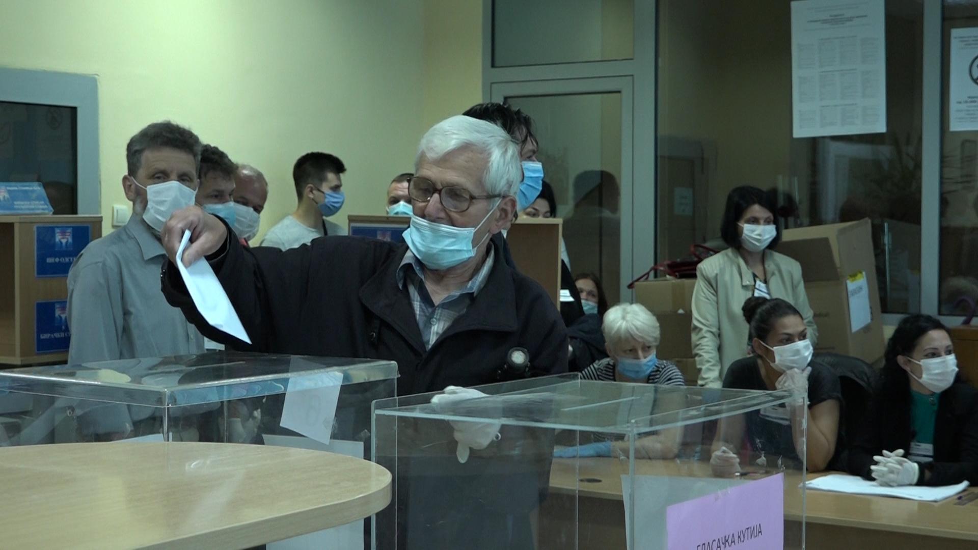 Otvaranje biračkih mesta u Paraćinu