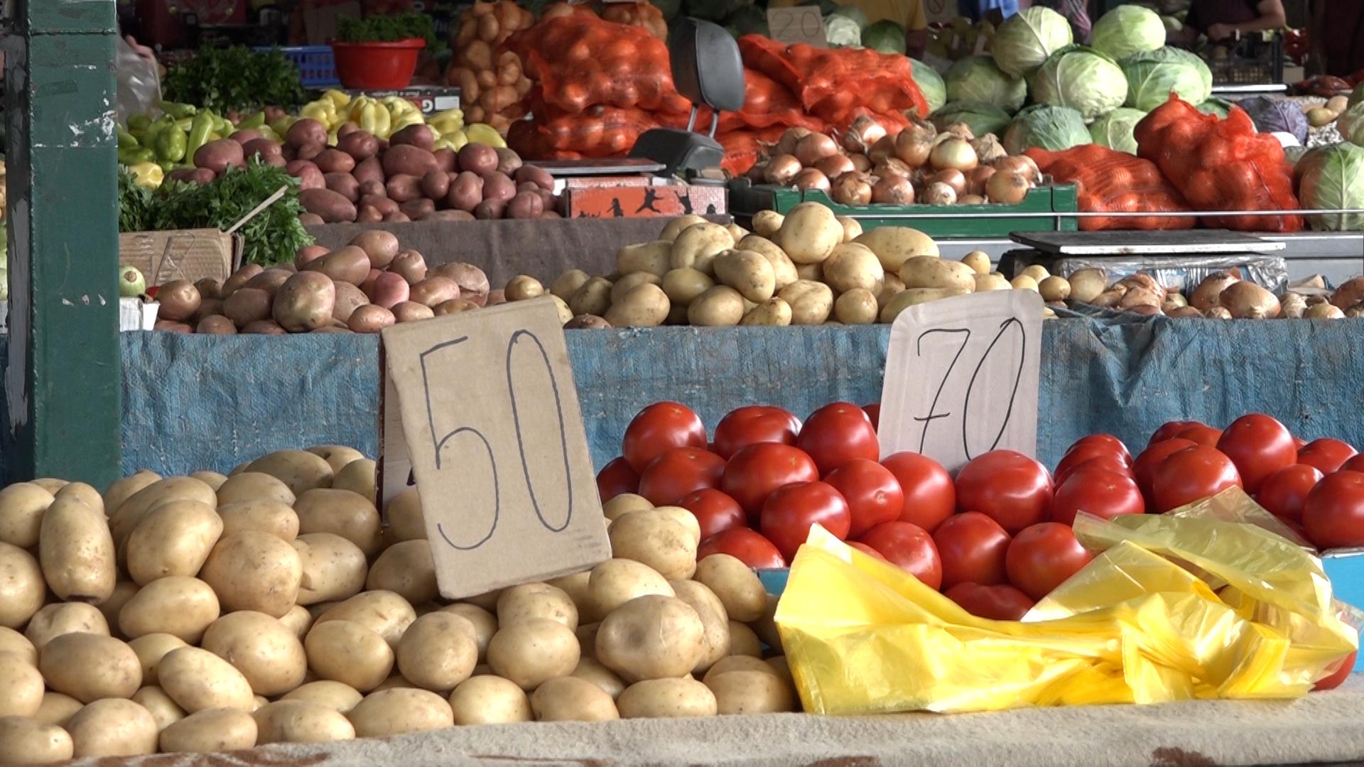 Julska ponuda i potražnja na paraćinskoj zelenoj pijaci