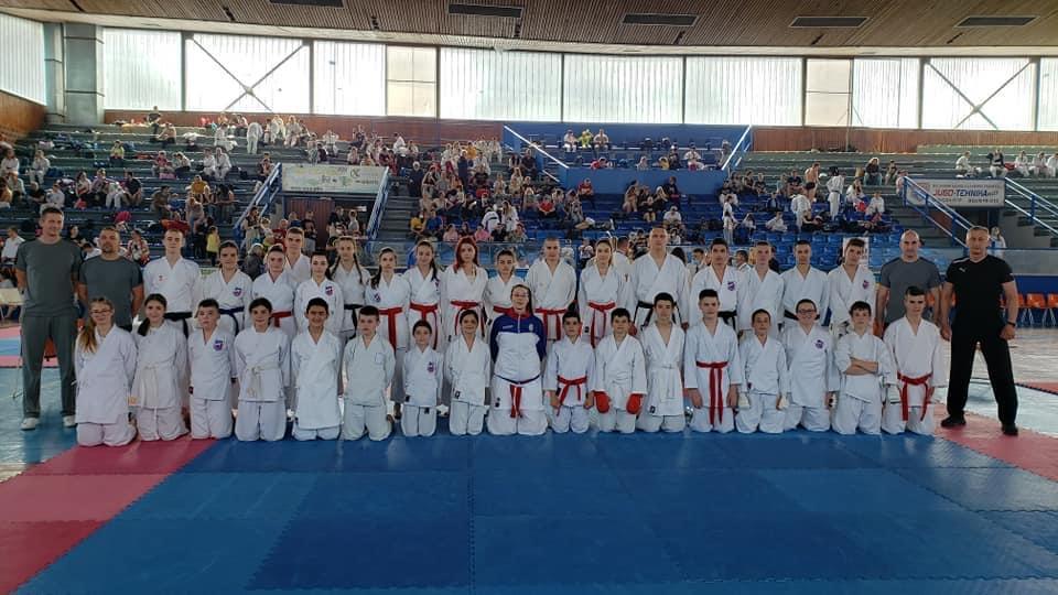 """Karate klub """"Samuraj"""" iz Gornje Mutnice osvojio 5 medalja na prvenstvu Srbije u karateu"""