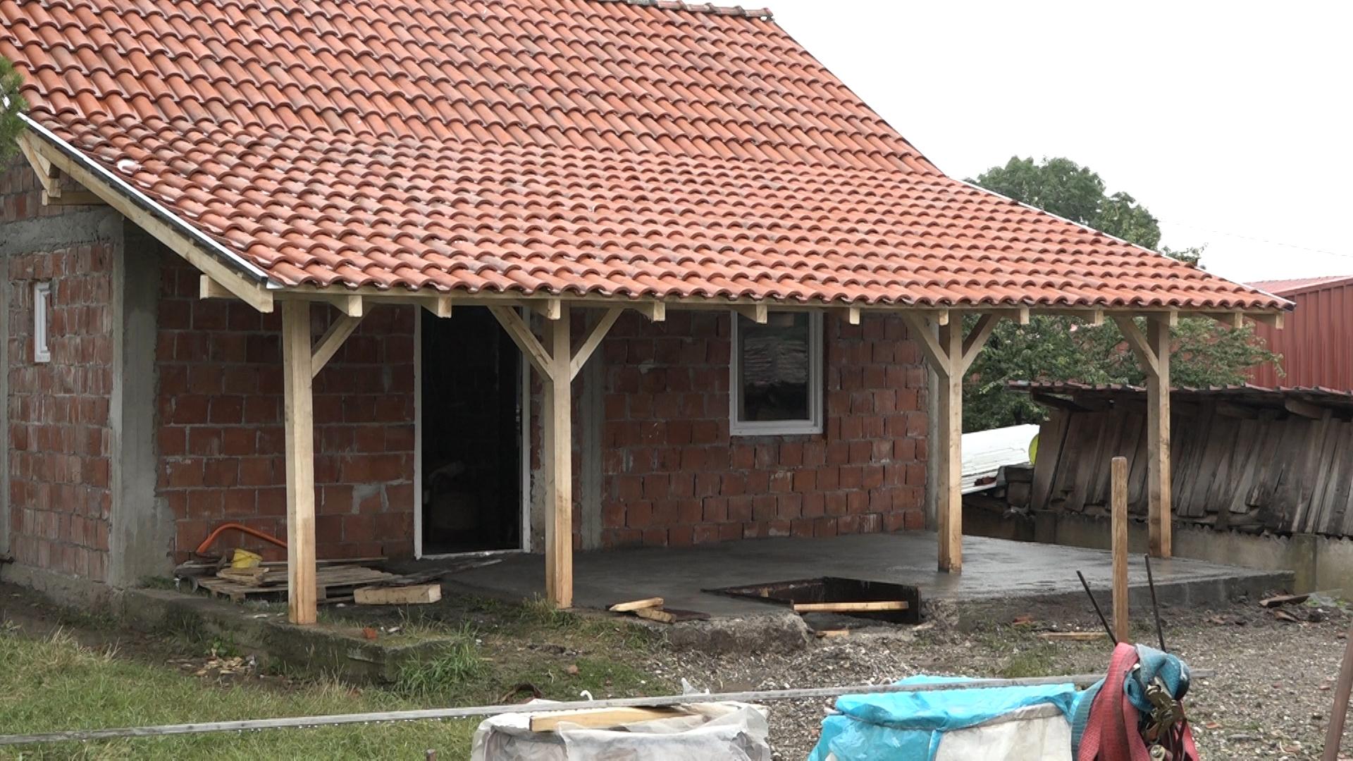 Meštani Lebine napravili kuću svom komšiji