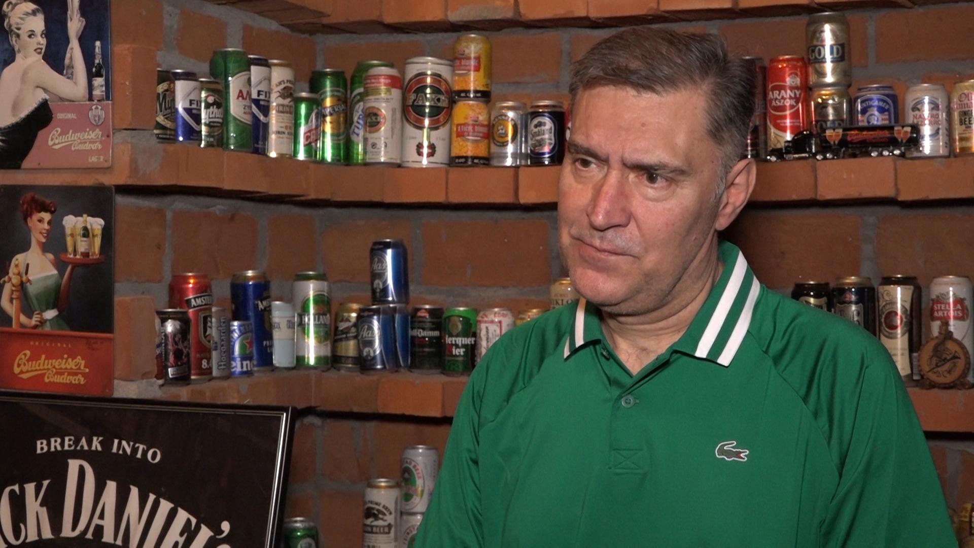 Novica Miletić iz Lebine strastveni kolekcionar piva, čaša i magneta