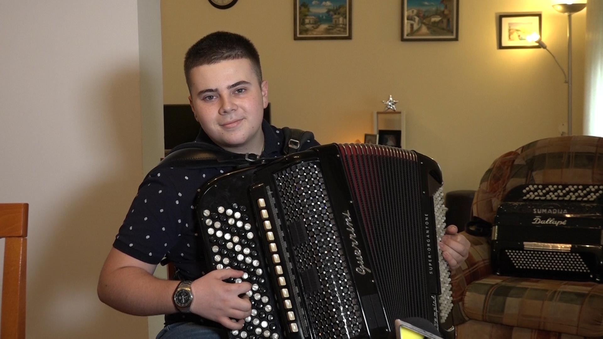 Ilija Milovanović, mladi harmonikaš iz Paraćina