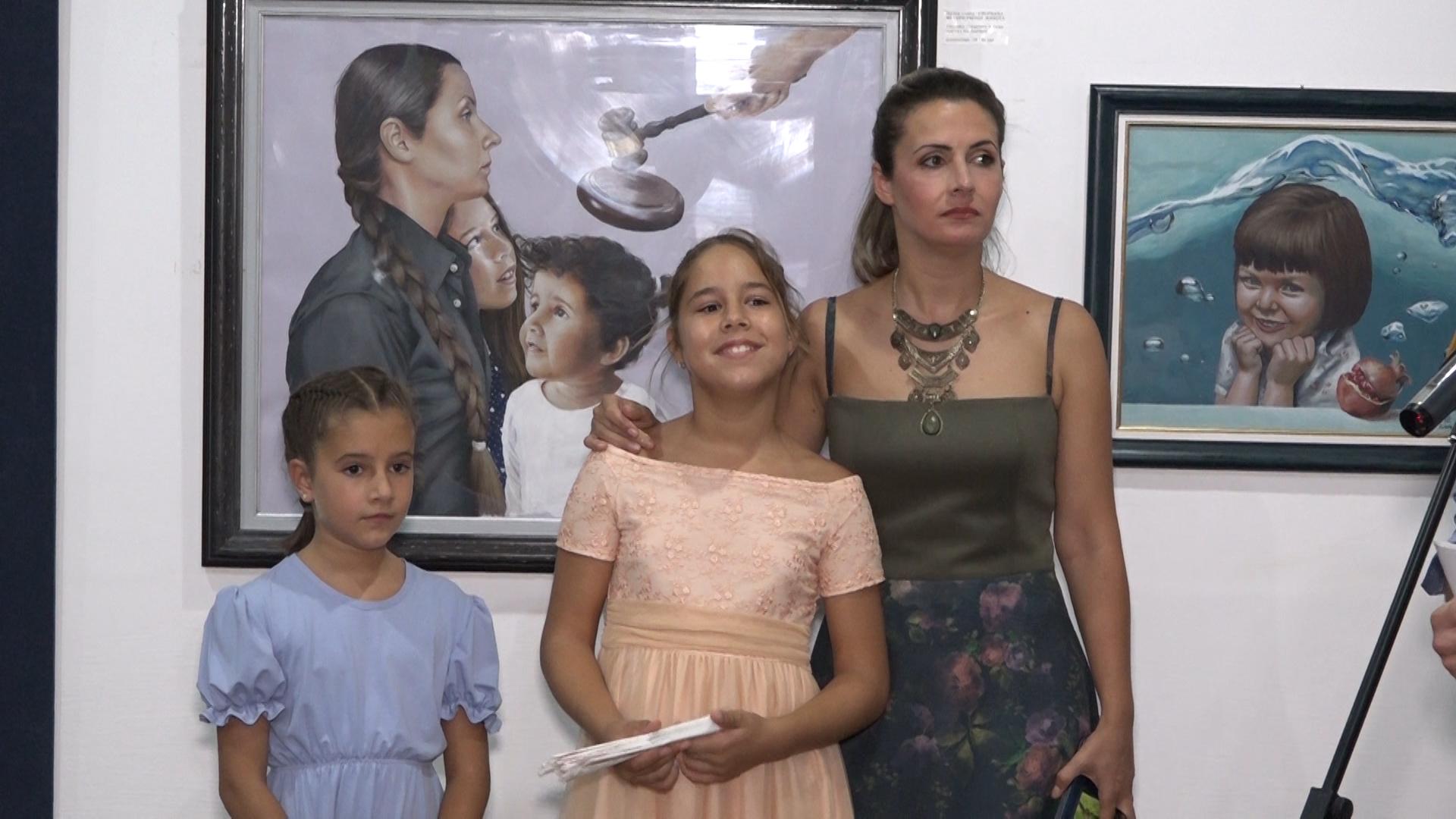 """Izložba slika """"Ljubav i istina"""" paraćinske umetnice Marije Кomarac"""