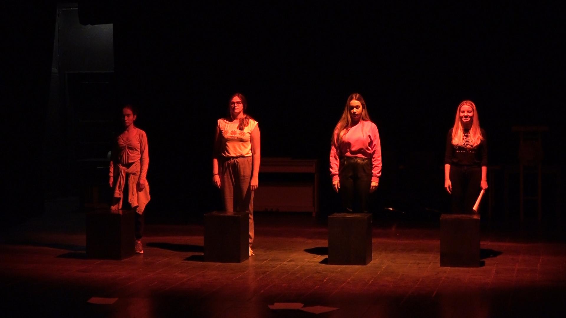Glumci Omladinske pozorišne scene na Festivalu u Sarajevu