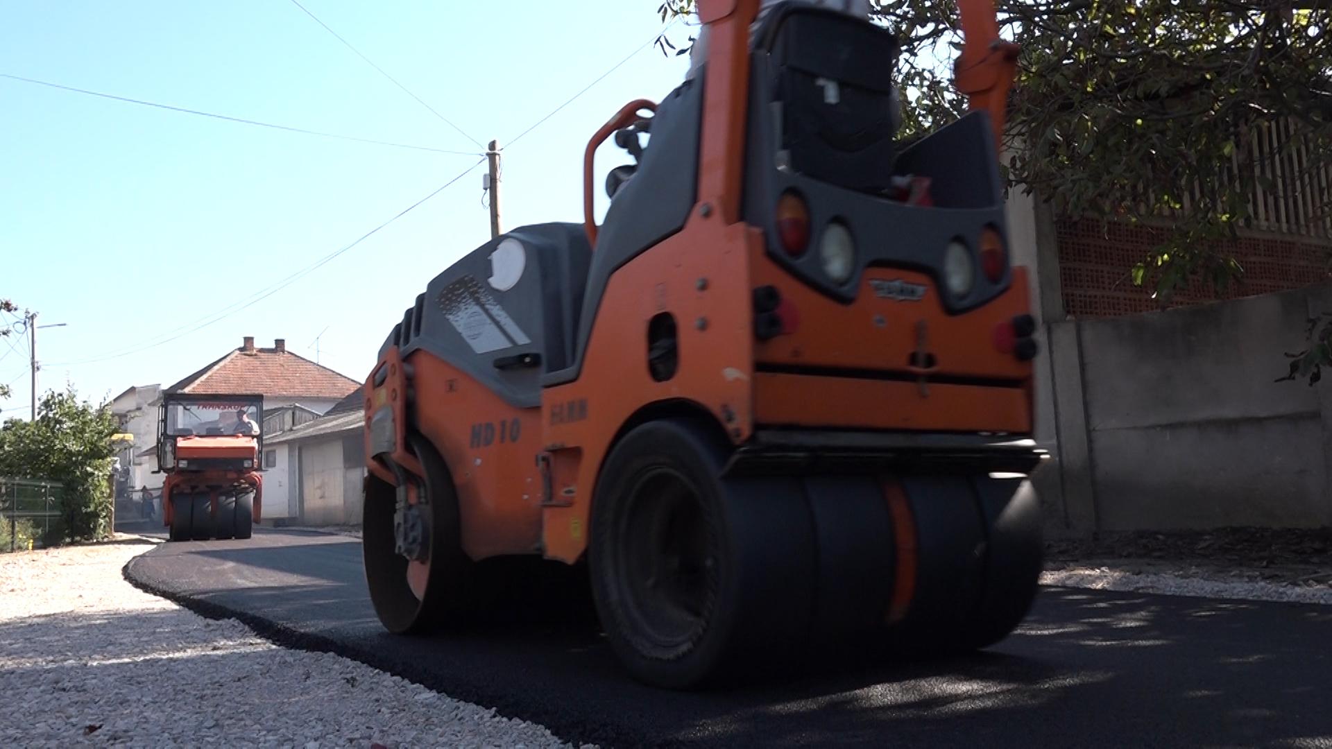 Asfaltiranje ulice u Šavcu